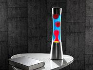 Design-laavalamppu, sininen neste ja punainen vaha